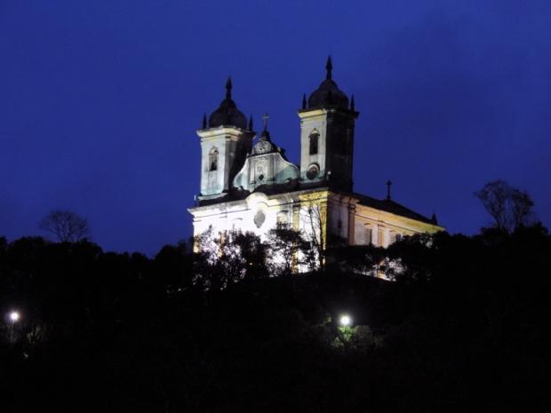 Igreja de São Francisco de Paula visto do pátio do Museu do Oratório, em Ouro Preto, Minas Gerais.