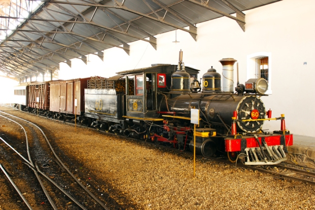 A gente viajou por Minas Gerais no Trem da Vale do Rio Doce. Quer era mais moderno que este. mas bem que eu queria viajar neste aqui!