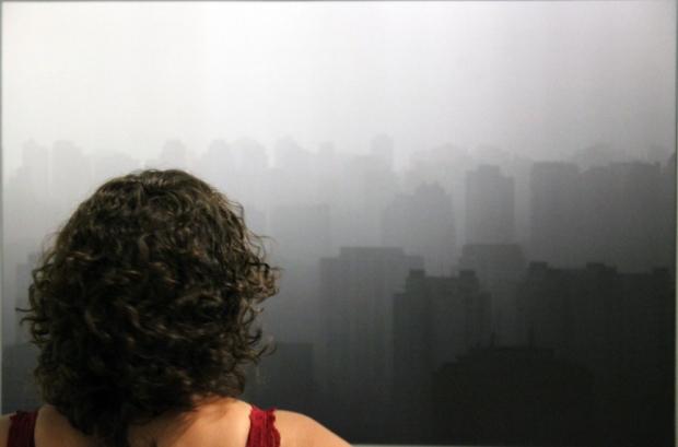 E aqui temos uma janela para a poluição de São Paulo. Mas olhe melhor. Não é bem isso.