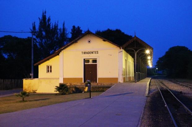 Estação de Trem de Tiradentes no começo da noite.