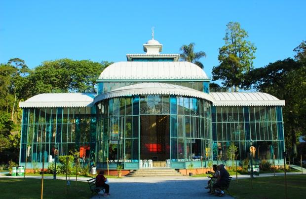 O Palácio de Cristal era uma estufa, hoje é local de eventos. É quente lá dentro.