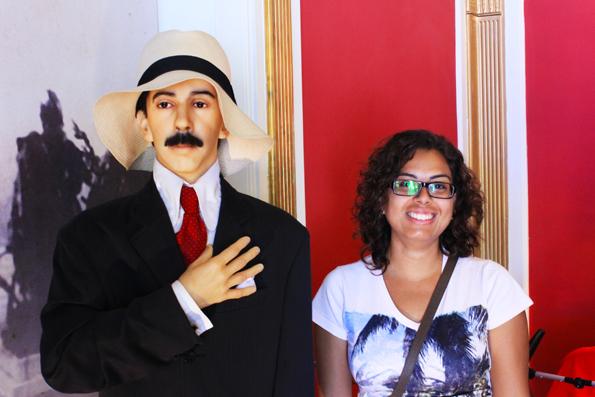 Os pequenos notáveis. Santos Dumont e a lindinha da Karina.