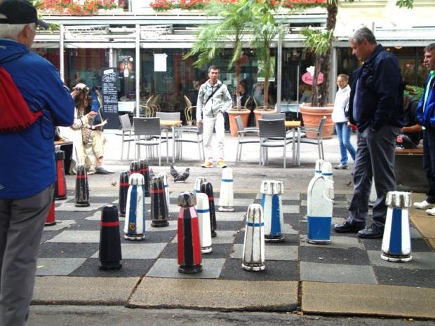 """E o povo tranquilamente jogando o """"xadrezão"""""""