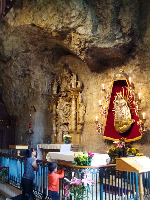 Altar da capela na gruta