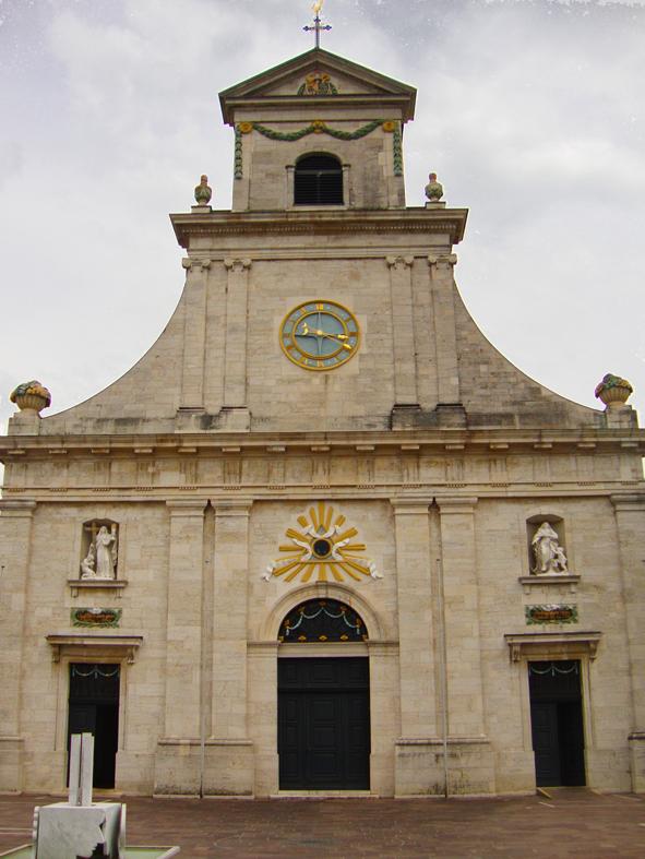 Frente da igreja principal