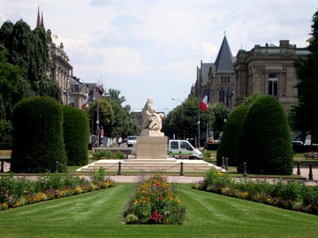 Monumento aos mortos de Estrasburgo, na Praça da República