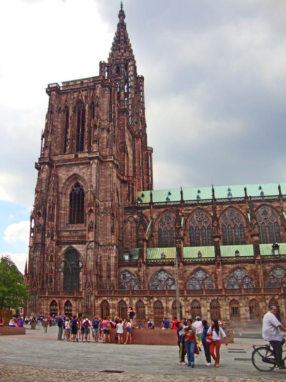 Não é a toa que ela já foi a maior igreja da mundo. Atualmente é a 4ª.