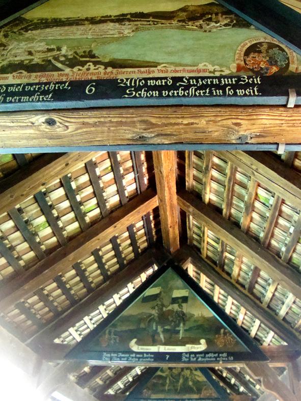 Algumas das pinturas no interior da Ponte da Capela. Desculpem a foto.