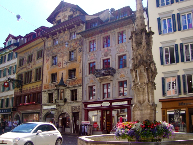 Weinmarkt. Os prédios pintados lindinhos!