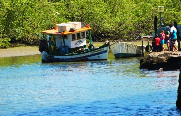 Ubatuba tem passeios de barco, sim. Mas não era esse que eu ia te recomendar.