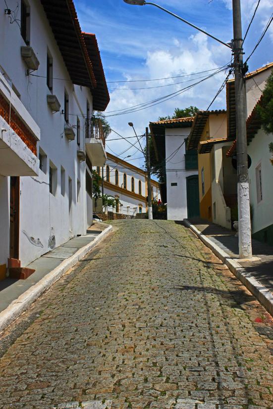 Santana-de-Parnaiba-ladeira-centro-historico-bussola-quebrada