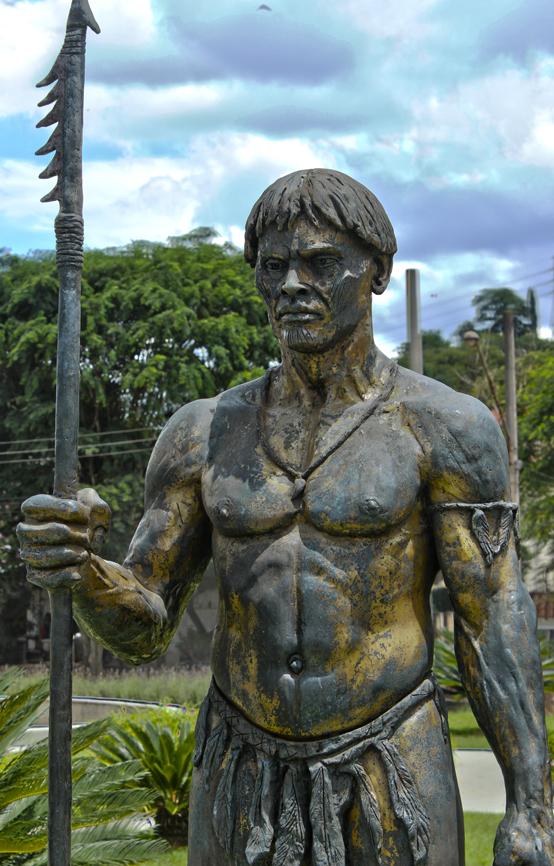 Conjunto de esculturas no anel de entrada de Santana do Parnaíba.