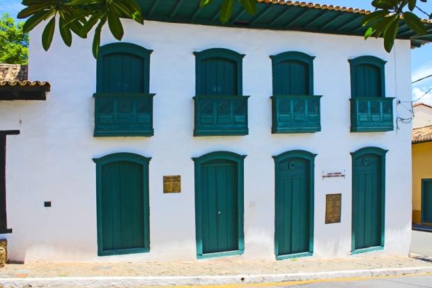 Santana-de-Parnaiba-prefeitura-bussola-quebrada