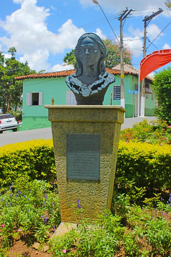 Santana-de-Parnaiba-Suzana-Dias-bussola-quebrada