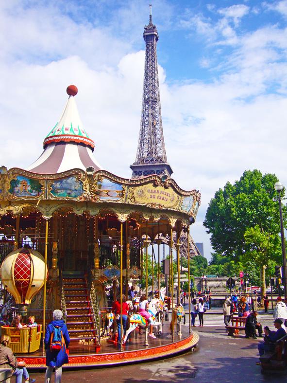 O carrossel é quase tão famoso quanto da Torre Eiffel