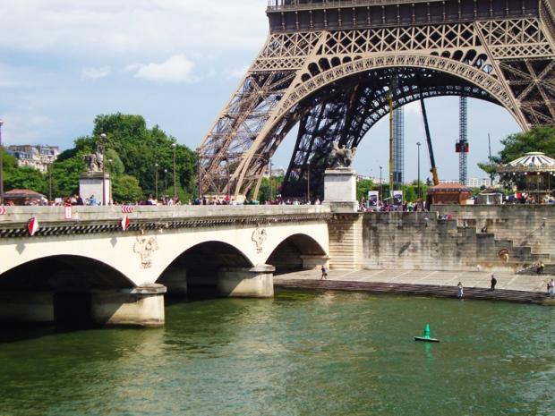 O Sena e a Torre Eiffel... tão Paris!