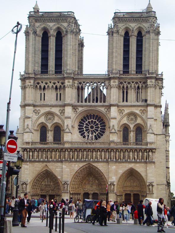 Missão impossível: uma foto da Notre Dame sem turistas na frente!