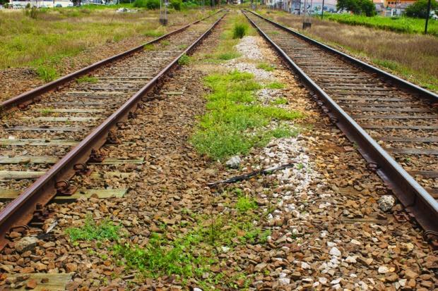 duas linhas de trem jundiai