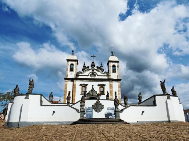 Igreja de Bom Jesus dos Matosinhos, obra e decoração com os 12 profetas menores de Mestre Aleijadinho.