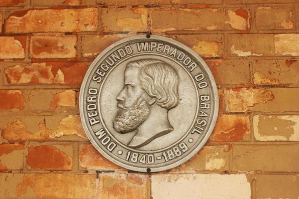 Brasão comemorativo do Segundo Império, na estação de trem de Jundiaí.