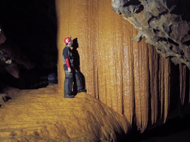 chorao-caverna-rio-PETAR