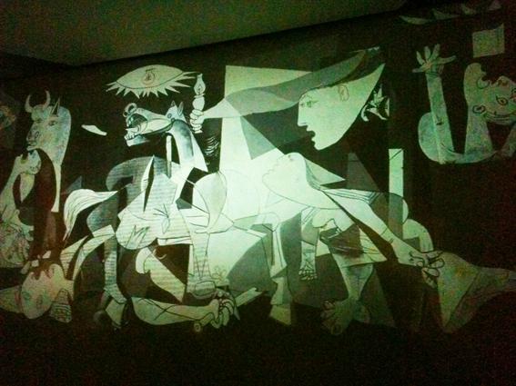 Guernica-CCBB-bussola-quebrada