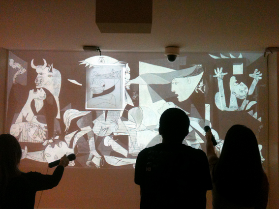 Guernica-interativa-bussola-quebrada