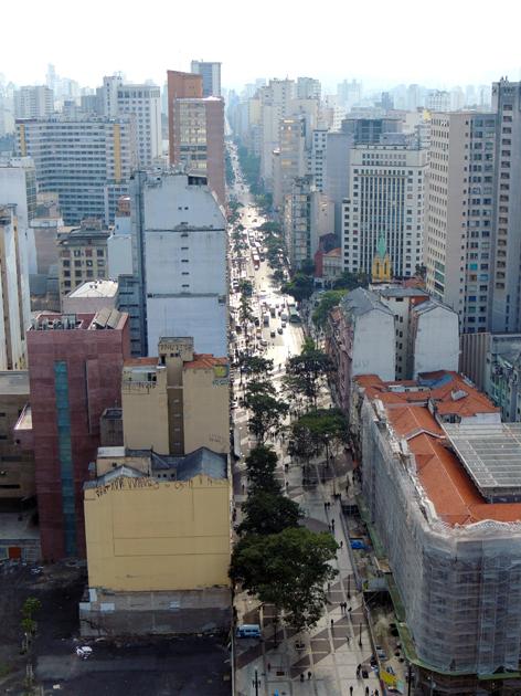 A famosa Avenida São João. Uma das vistas do Banespa.