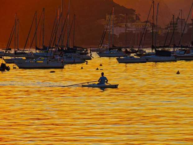Praia Botafogo barco remo a bussola quebrada