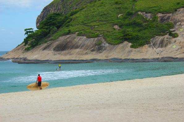 Surfistas-na-Pedra-do-Pontal