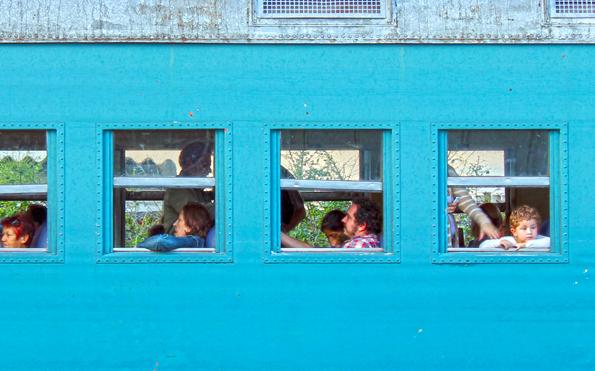 vagao-locomotiva-menino-na-janela