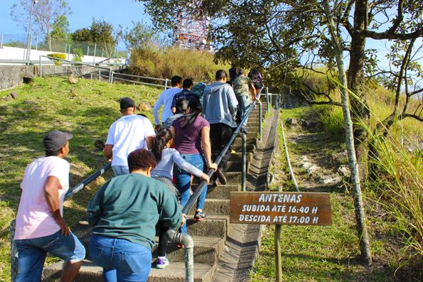 escadaria-mirante-alto-antenas-pico-jaragua