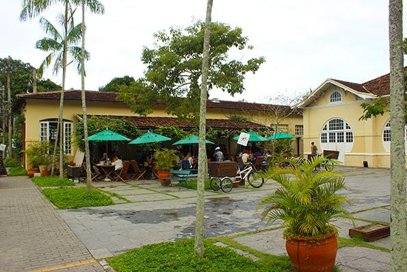 Café e restaurante do Jardim Botânico. Neste grupo de prédios está também o Teatro e atelier de restauração.