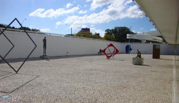 esculturas-MON-Niemeyer