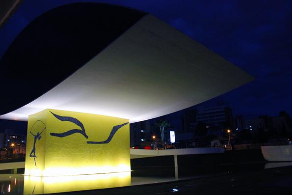 lateral-MON-Museu-Oscar-Niemeyer-Curitba
