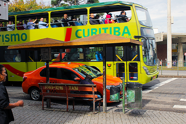 Mercado-Municipal-Curitiba-onibus-turistico