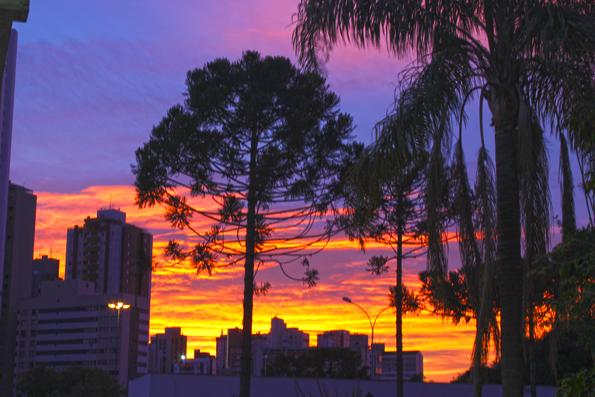 Magnífico amanhecer em Curitiba.