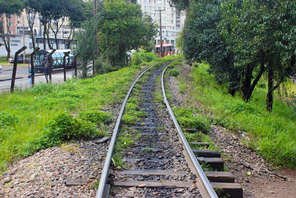 trem-curitiba-estacao-tubo