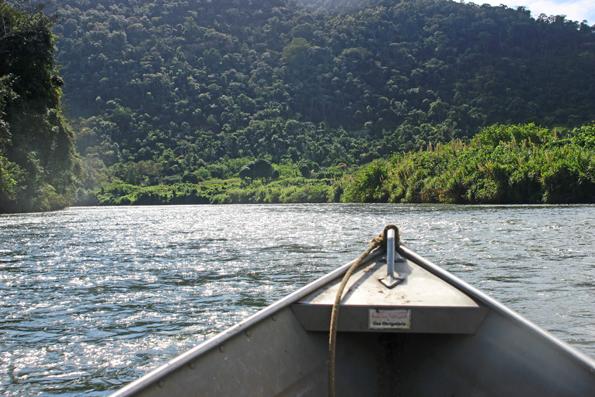 barco-rio-ribeira-de-iguape-caverna-jeremias