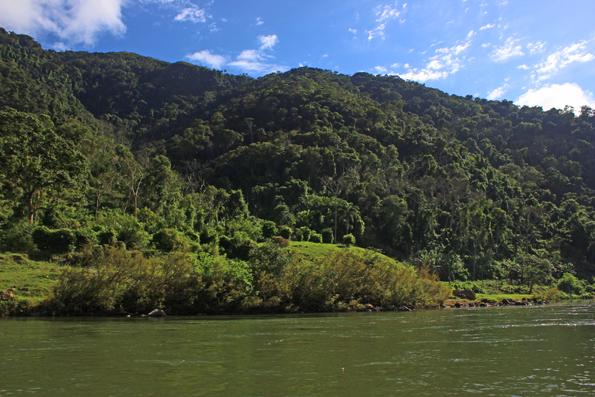 paisagem-rio-ribeira-caverna-jeremias