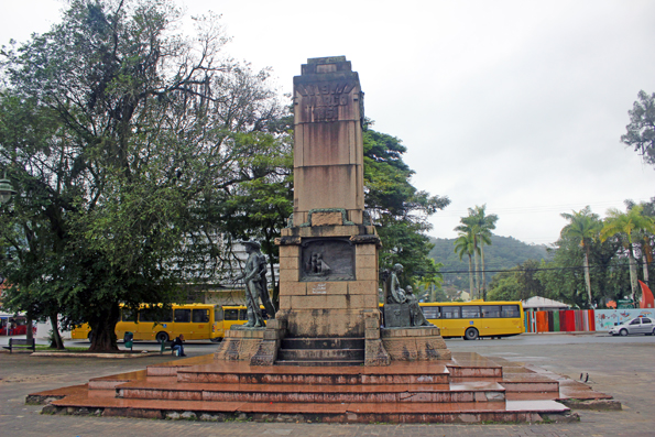 monumento-9-de-marco-joinville
