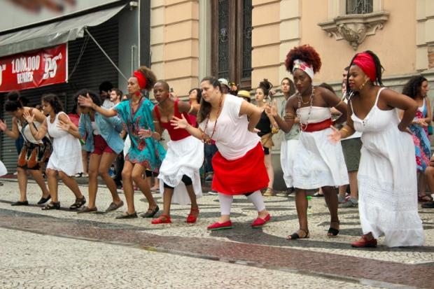 O grupo musical Ilú Obá de Min, formado por mulheres, em sua maioria, negras.