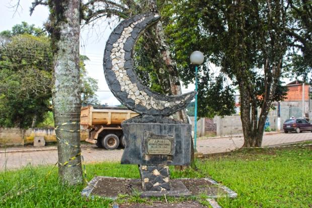 A Conquista da Lua, na Praça dos Monumentos de Apiaí.