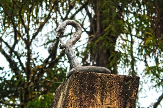 Detalhe do Monumento aos Pracinhas da Segunda Guerra. A serpente fumando cachimbo.