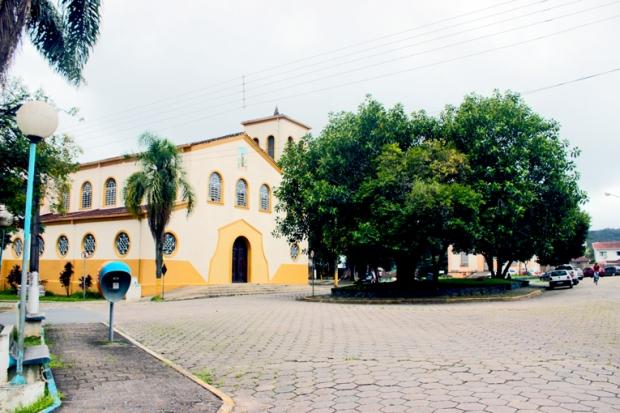apiai-Igreja-Matriz-de-Santo-Antonio-praca-dos-monumentos