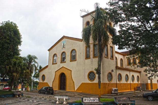 Igreja-Matriz-de-Santo-Antonio-apiai-praca-dos-monumentos