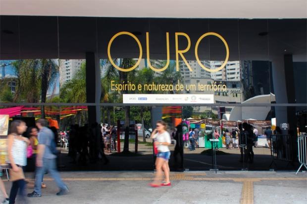 """A Exposição """"Ouro"""" de Pedro Ruiz está no Pavilhão da Criatividade."""
