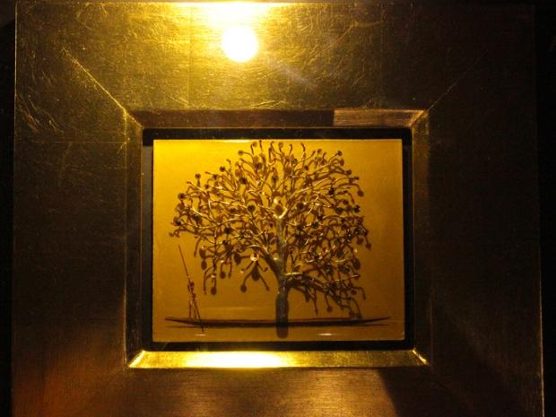 Um dos vários quadros-escultura da exposição Ouro, no Memorial da América Latina.