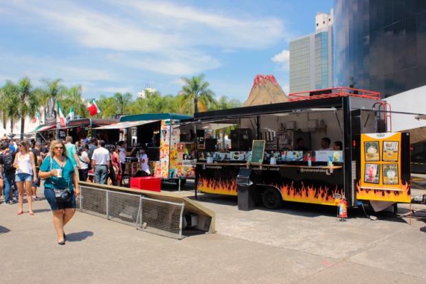 Sim, você está vendo um vulcão no alto do Food Truck. Imagine se a pimenta é forte?