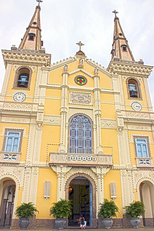 atras-igreja-da-penha-rio-de-janeiro